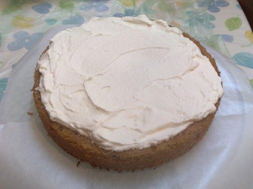 Cinnamon Cake - add cream